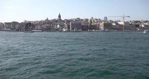 Timelapsevideo van veerbootreis van Eminonu aan bosphorus in Istanboel, Turkije stock footage