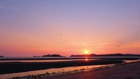 Timelaspe красивого неба, отснятого видеоматериала timelaspe захода солнца сток-видео