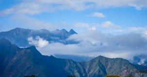 Timelaspe van Wolkenwaterval wordt geschoten in Westelijk Sichuan, Sichuan, China dat stock footage
