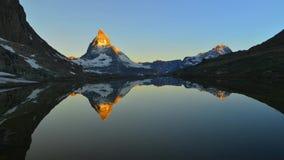 Timelpase με την ανατολή Matterhorn σε ένα θερινό πρωί απόθεμα βίντεο