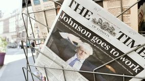 The Times-Krant met Boris Johnson op dekking stock footage