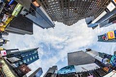 Times Square, που χαρακτηρίζεται με τα θέατρα Broadway και το τεράστιο αριθμό Στοκ εικόνα με δικαίωμα ελεύθερης χρήσης
