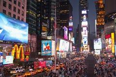 Times Square τη νύχτα (πόλη της Νέας Υόρκης, ΗΠΑ) Στοκ φωτογραφία με δικαίωμα ελεύθερης χρήσης