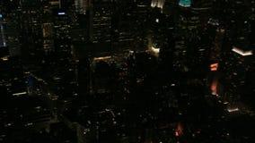 Times Square aérienne de casserole de nuit à l'Empire State Building banque de vidéos