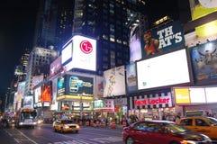 Times Square alla notte, New York City fotografie stock libere da diritti
