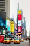 Times Square avec des personnes pendant le matin Photographie stock libre de droits