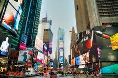 Times Square avec des personnes pendant le matin Images libres de droits