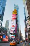 Times Square avec des personnes pendant le matin Photo stock