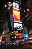 Times Square bis zum Nacht stockbilder