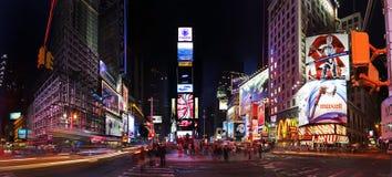 Times Square bis zum Nacht Stockbild