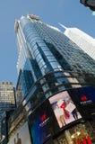 Times Square-, Broadway teatrar och lett tecken, ett symbol av New York arkivbilder