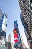 Times Square-, Broadway teatrar och lett tecken, ett symbol av New York royaltyfria bilder