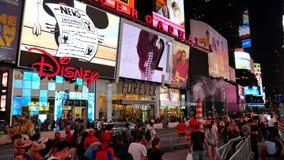 Times Square budynki przy nocą zbiory wideo