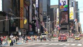 Times Square con el firetruck, New York City almacen de metraje de vídeo