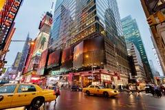 Times Square del tráfico de la noche, Nueva York, Midtown, Manhattan Foto de archivo libre de regalías