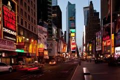 Times Square an der Dämmerung lizenzfreies stockbild