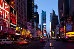 Times Square an der Dämmerung lizenzfreie stockbilder