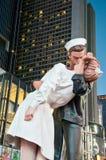 Times Square Embrasser-dans le 14 août 2010 Photo libre de droits