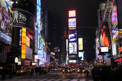 Times Square en la noche Imágenes de archivo libres de regalías