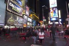 Times Square en la noche foto de archivo