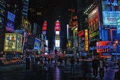 Times Square en la noche Foto de archivo libre de regalías