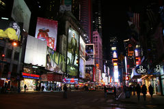 Times Square en la noche Imagen de archivo libre de regalías