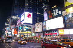 Times Square en la noche, New York City Fotos de archivo libres de regalías