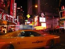 Times Square entro la notte fotografie stock libere da diritti