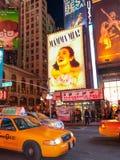 Times Square et panneaux d'affichage de secteur de théâtre, Etats-Unis Image libre de droits