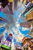 Times Square, gekennzeichnet mit Broadway-Theatern und großer Anzahl von stockfoto
