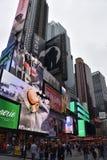 Times Square, gekennzeichnet mit Broadway-Theatern und lebhaften LED-Zeichen, in Manhattan stockfotografie
