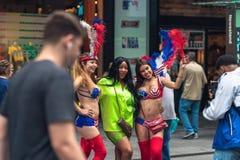 Times Square ist eine ikonenhafte Stra?e von New York City Street View, Touristen, Stra?en-K?nstler stockbilder