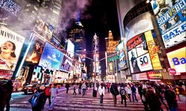 Times Square la nuit Photos stock