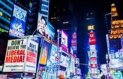 Times Square la nuit Photos libres de droits