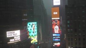 Times Square na chuva video estoque
