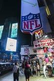 Times Square na noite em New York City, EUA imagem de stock