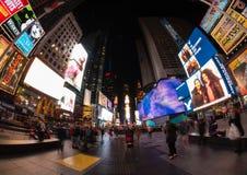 Times Square nachts, NYC stockbilder