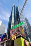 Times Square New York City de la esquina de calle Fotos de archivo
