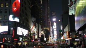 Times Square, New York City nachts in 4K stock footage