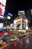 Times Square nocy widok, pionowo obrazy royalty free