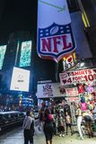 Times Square på natten i New York City, USA fotografering för bildbyråer