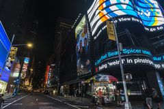 Times Square på natten i New York City, USA royaltyfria foton
