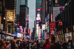 Times Square pełno ludzie Obrazy Stock