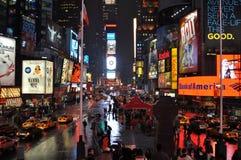 Times Square regnerisch stockbild