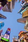 Times Square som presenteras med Broadway teatrar och nolla för enormt nummer royaltyfria bilder