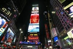 Times Square, vita di notte della via di New York Janua Immagini Stock