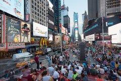 Times Square widok z ludźmi od tkts blicharza siedzeń w Nowy Jork Obrazy Royalty Free