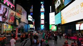 Times Squaregebouwen bij nacht stock videobeelden