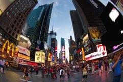 Times- Squareneonzeichen an der Dämmerung Stockfotos