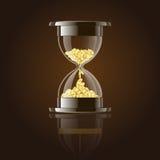 Timglas med guld- mynt över mörk bakgrund. Arkivfoto